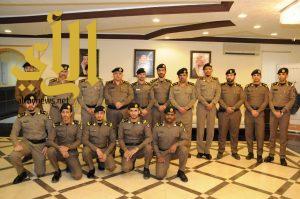 مدير شرطة الجوف يقلد عدداً من الضباط رتبتهم الجديدة