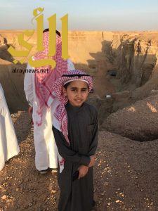 المرشد السياحي الصغير يشارك إعلاميي القصيم في جولة قصيباء السياحية