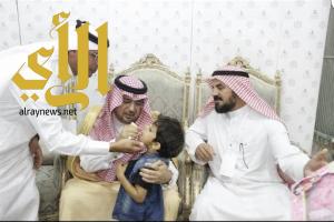محافظ محايل يدشن الجرعة الثانية من الحملة الوطنية للتطعيم ضد شلل الأطفال