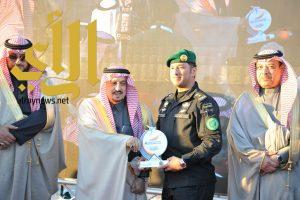 أمير الرياض يكرم الطيران الامني في الحرس الملكي