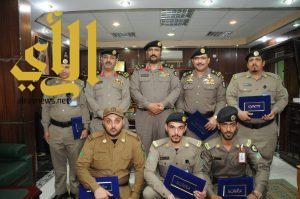 نائب مدير شرطة منطقة الجوف يكرم مدير شرطة مطار الجوف وبعض منسوبيه