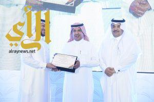 جامعة الأمير سطام بن عبدالعزيز تُكرم مدير العلاقات والاعلام بوكالة الجامعة للفروع