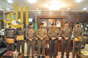 سعادة مدير شرطة منطقة الجوف يكرم عدداً من ضباط وأفراد شرطة منطقة الجوف