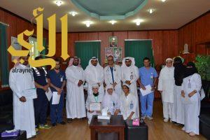 مستشفى رجال ألمع يكرم الموظفين والموظفات المميزين