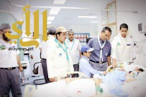 الكشافة يعايدون المرضى المنومين بمستشفى شقراء العام