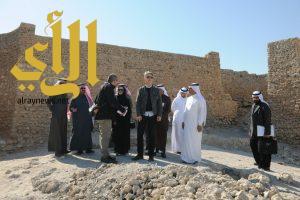 فريق من البنك الدولي يزور المواقع التراثية بجزيرة تاروت ودارين
