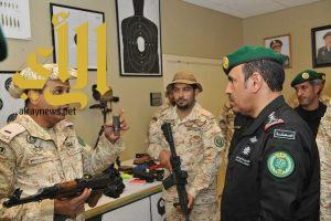 رئيس الحرس الملكي يطمئن على حالة مصاب في حادث إرهابي