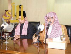مدير جامعة الإمام يشدد على أهمية التحلي بمكارم الأخلاق والتمسك بالدين