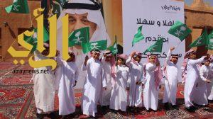 طلاب وطالبات مواهب الوادي الأهلية يشاركون في استقبال أمير منطقة الرياض