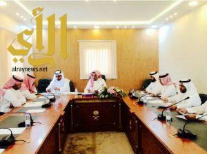 محافظ المندق في ثلاث اجتماعات وجولة ميدانية لتنمية المندق