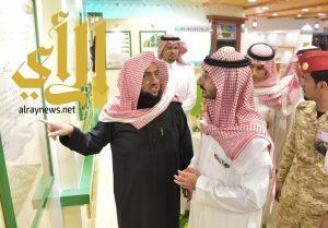 """نائب أمير منطقة مكة المكرمة يزور جناح """"بر أبها"""" بالجنادرية"""