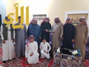 نادي الحي بثانوية الأمير نايف يزور دار دلق للتراث والفنون الشعبية