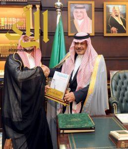 أمير الباحة يشيد بدور مركز جمعية الأطفال المعوقين