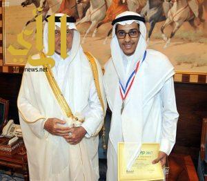 أمير منطقة مكة المكرمة يكرم الفائز بالمركز الأول على مستوى العالم في مجال الهندسة