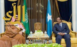 سمو ولي العهد يلتقي رئيس الصومال