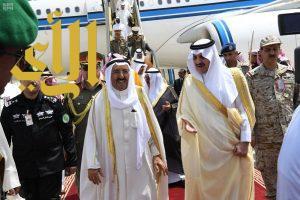 أمير الكويت يصل إلى المنطقة الشرقية للمشاركة في أعمال القمة العربية