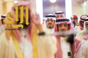 نائب أمير الرياض يؤدي صلاة الميت على والدة الأمير ناصر الفيصل الفرحان -رحمها الله-