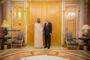 سمو ولي العهد يلتقي الرئيس التركي