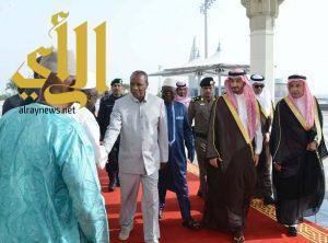 رئيس جمهورية غينيا يصل إلى جدة