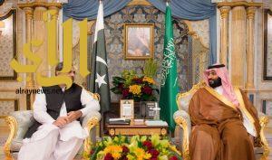 نائب خادم الحرمين الشريفين يلتقي رئيس وزراء باكستان