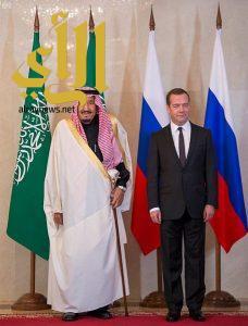 الملك سلمان يعقد جلسة مباحثات مع دولة رئيس وزراء روسيا الاتحادية