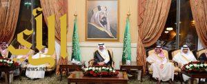 أمير تبوك يستقبل المحافظين ورؤساء المراكز وأهالي المنطقة المهنئين بعيد الفطر المبارك