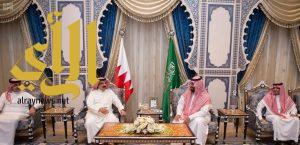 نائب خادم الحرمين الشريفين يستقبل ملك البحرين