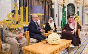الملك سلمان يستقبل وزير الدولة لشؤون الشرق الأوسط وشؤون التنمية الدولية، و رئيس أركان الدفاع البريطانيين