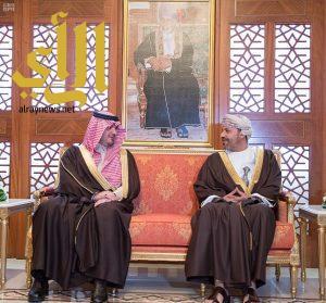 وزير الداخلية يعقد جلسة مباحثات مع وزير الداخلية العماني