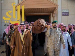 أمير القصيم يؤدي صلاة الميت على شهيد الواجب سعود مسعود الحربي