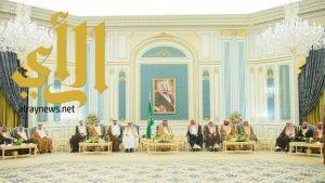 الملك سلمان يستقبل الأمراء ومفتي عام المملكة وجمعاً من المواطنين