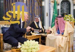 خادم الحرمين الشريفين يستقبل رئيس الاتحاد الدولي لكرة القدم