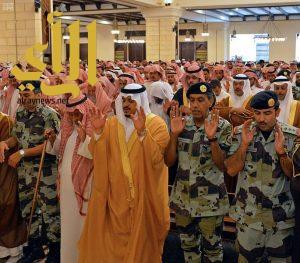 نائب أمير الرياض يؤدي صلاة الميت على شهيد الواجب الشيباني