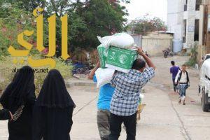 مركز الملك سلمان للإغاثة يوزع 1500 سلة غذائية في مديرية صالة بتعز