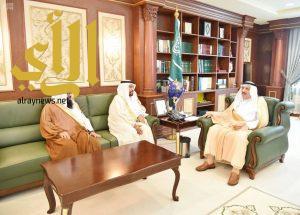 أمير جازان يستقبل مدير الشؤون الإسلامية بمناسبة تعيينه في منصبه