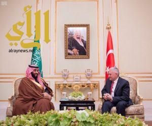سمو ولي العهد يلتقي رئيس وزراء جمهورية تركيا