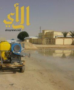 بلدية عريعرة ترش وتردم أماكن تجمعات مياه الأمطار