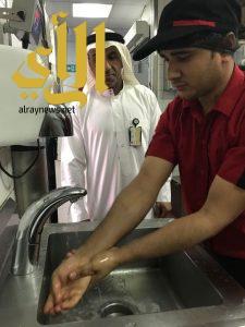 """بلدية رأس تنورة تطلق حملة """"سلوك"""" لتوعية العاملين في المطاعم ومراكز بيع الأطعمة"""
