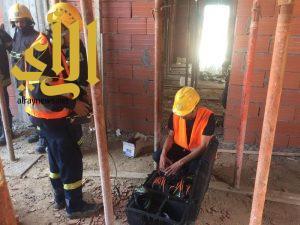 إصابة 3 أشخاص إثر انهيار سقف بناية تحت الإنشاء بجدة