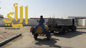 فرق الصيانة الوقائية تصلح الشوارع وترش تجمعات المياه بجوف بني هاجر