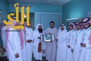 طلاب نادي الحي بالخماسين في زيارة  للبطل عبدالرحمن الشواف