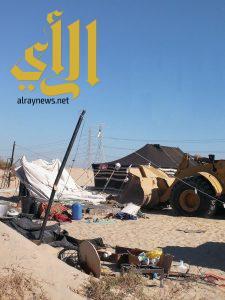 بلدية غرب الدمام تزيل 345 مخيم و صندقة مخالفة على طريق مطار الملك فهد