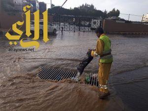 أمانة عسير: ترحل أكثر من 60 طن من تجمعات مياه