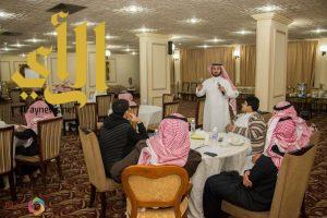 """40 طالباً يتدربون على """"فنّ التقديم"""" بجامعة الباحة"""