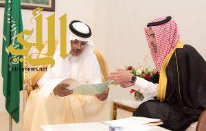 أمير الباحة يتسلم تقريراً عن أعمال ومناشط مجلس شباب المنطقة