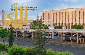 مصاب يمني من قوات الشرعية يستعيد بصره في مستشفى عسير المركزي