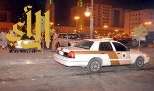 """""""مخمور"""" يهدد المارة ويصيب شخصين من سلاح رشاش بفيفا"""