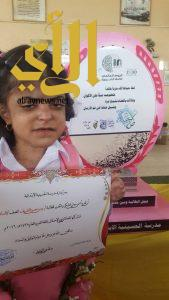 الطفلة وسن بتعليم مكة تتحدى القراءة من خلف ضمادات جروحها