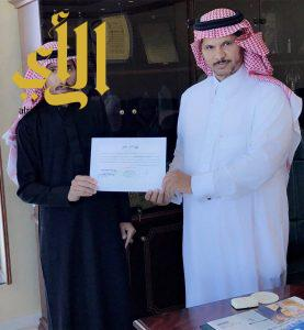 رئيس بلدية طريب يكرّم آل عبيّة