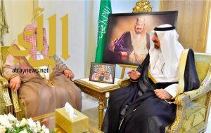 أمير نجران يستقبل المستشار الشرعي للقوات الجوية الملكية السعودية
